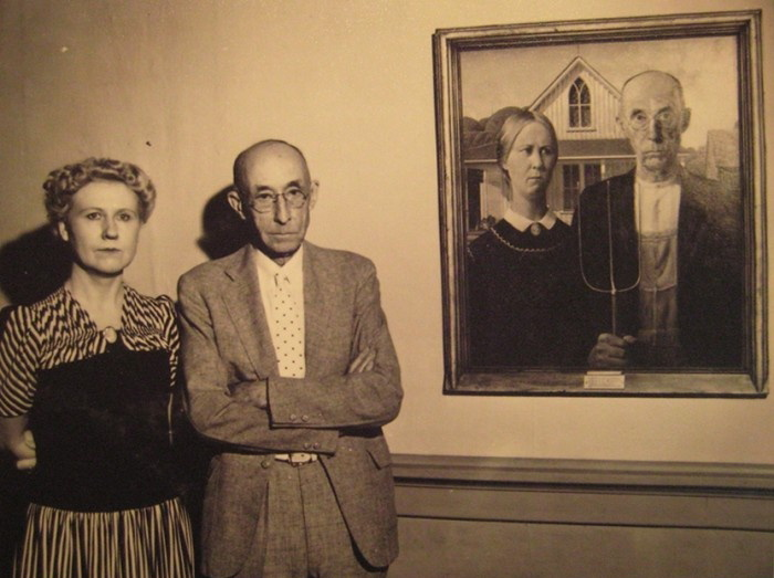 American-Gothic-with-its-models.jpeg